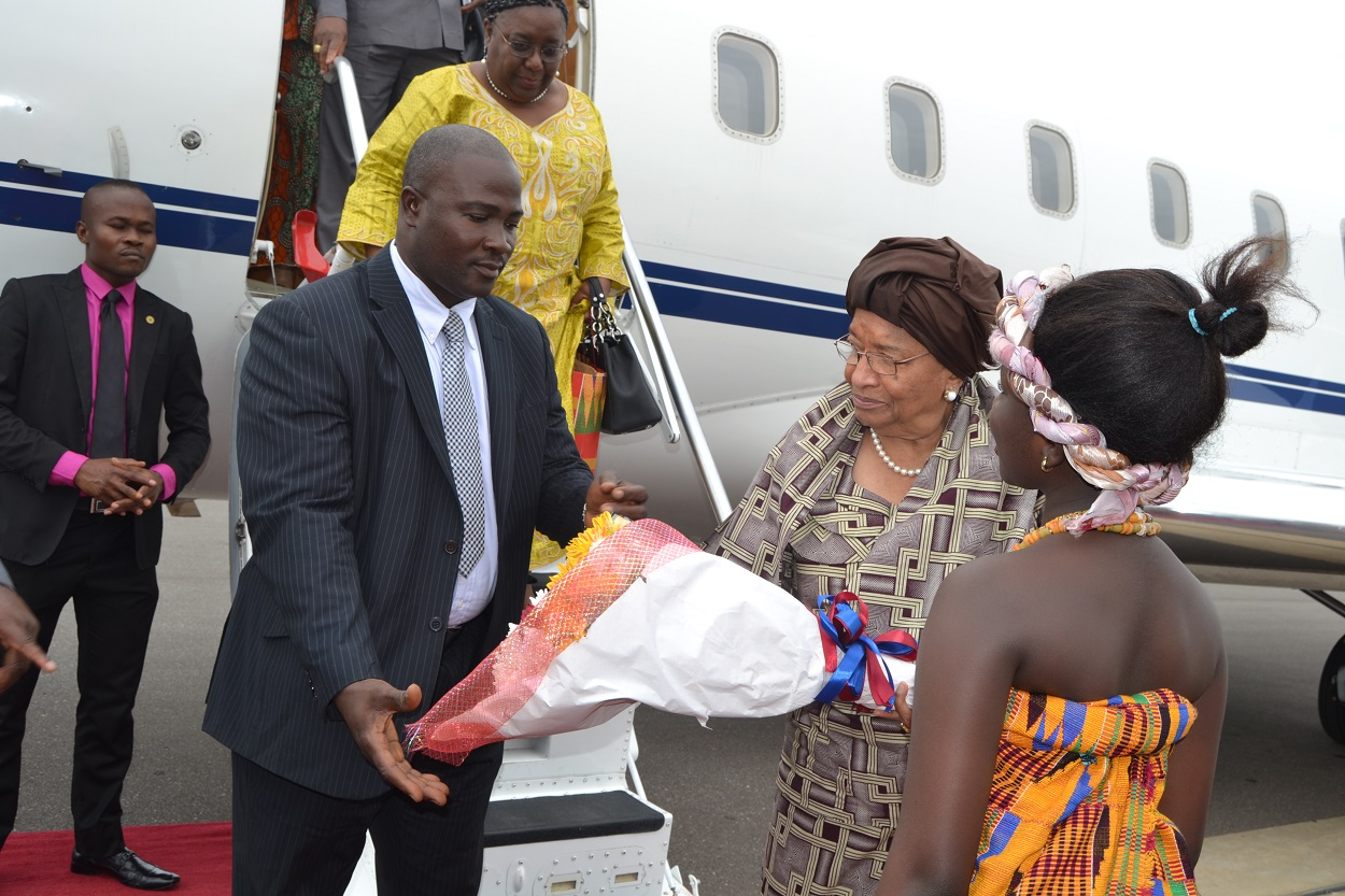 President Sirleaf being received by her Ghanaian counterpart on arrival in Ghana (4) (1)