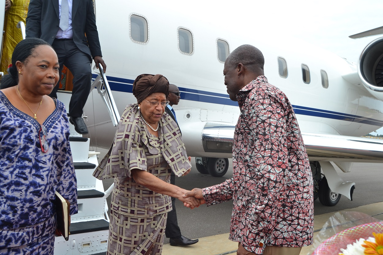 President Sirleaf being received on arrival in Ghana (2) (1)