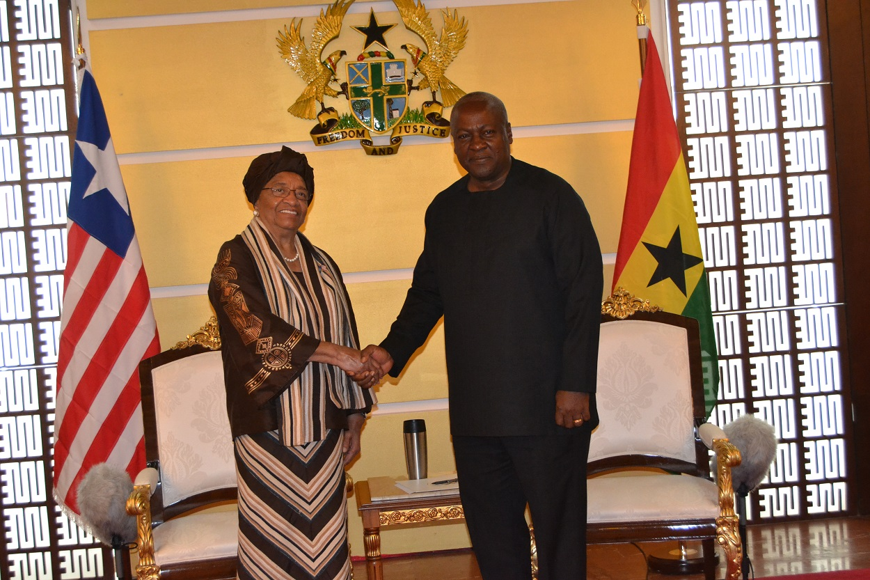 Presidents Sirleaf and Mahama at Flagstaff House Ghana (1)